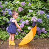 傘を持つ少女