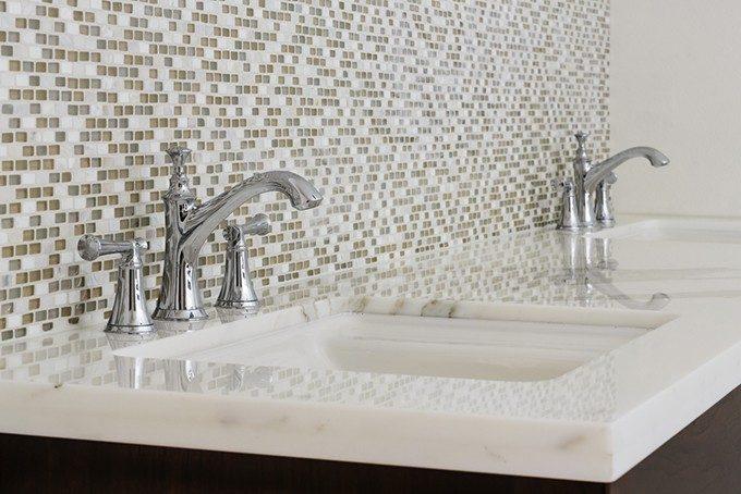 洗面所の壁面タイル