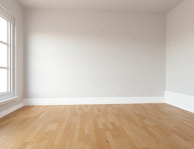 部屋の床材と壁紙と同じ色の廻り縁と巾木の画像